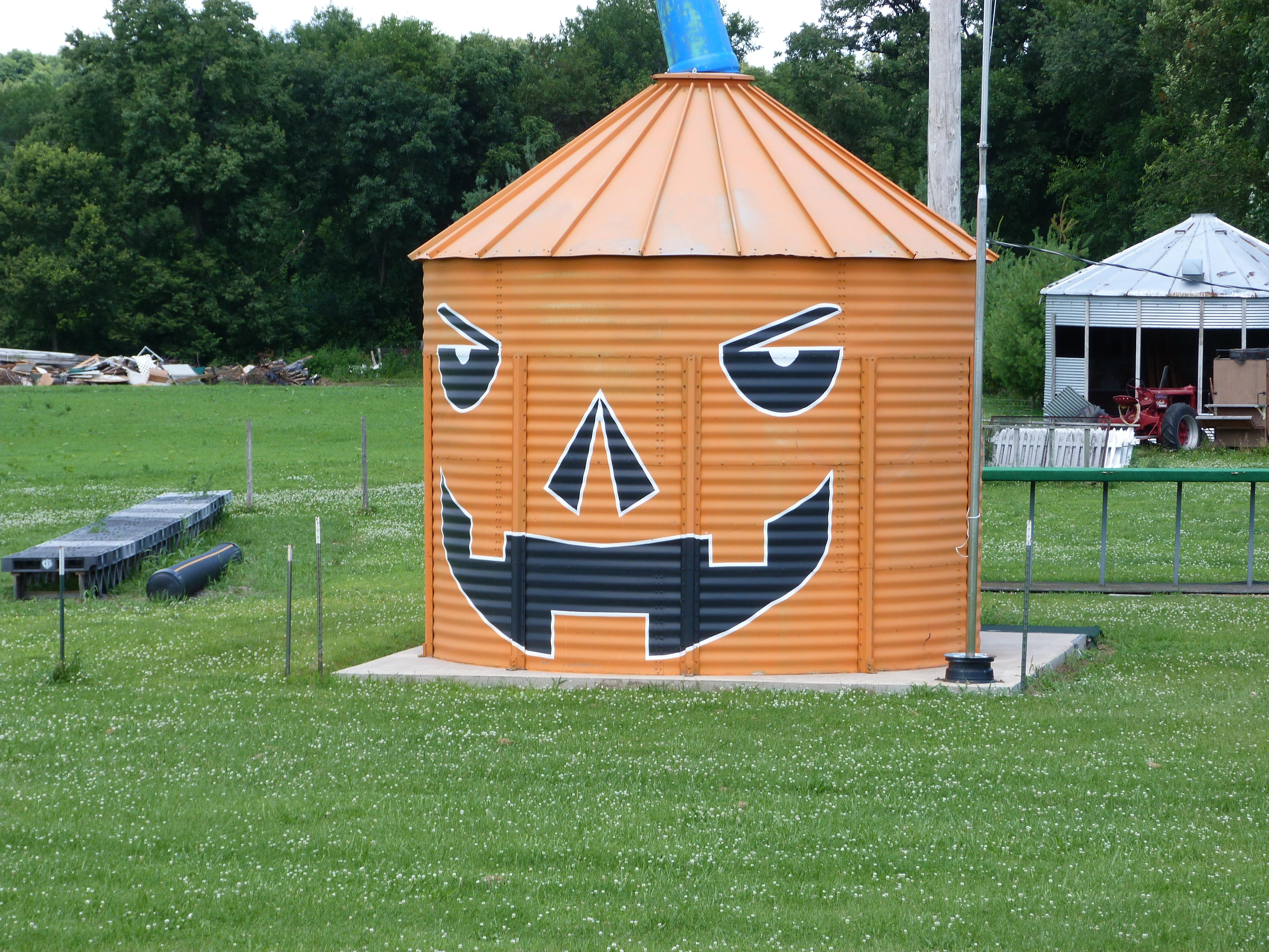 Pumpkin grain bin